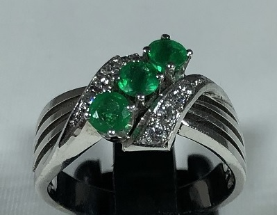 gallery/ring 18 ct 0,4 emerald 0,15 dia w-si 1960 850 2