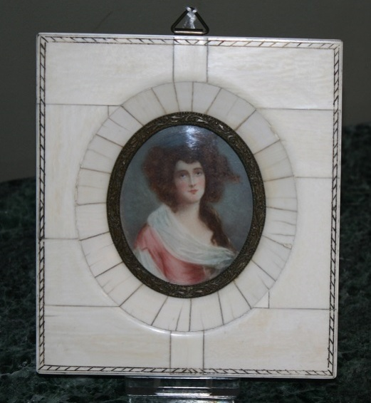 gallery/attachments-Image-miniature-ivory